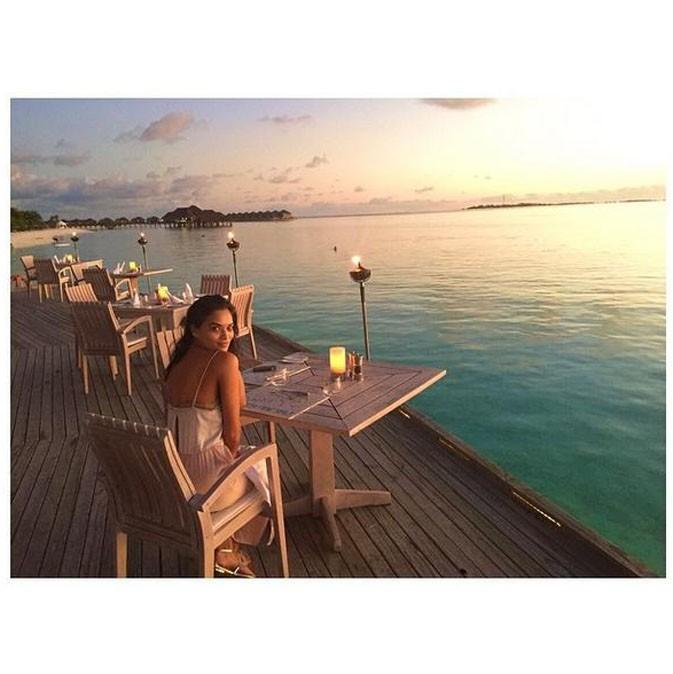 Shanina Shaik : l'Ange Victoria's Secret divine dans un petit coin de paradis !