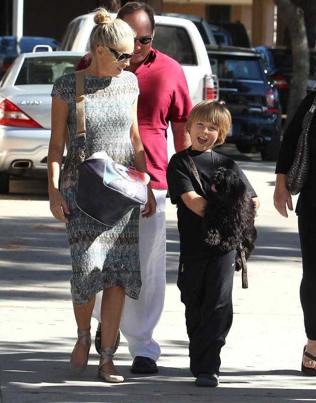Sharon Stone se promène avec son fils