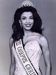 Eva Longoria couronnée Miss Corpus Christi en 1998