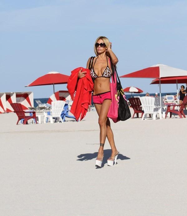 Le look de la bimbo à la playa ...