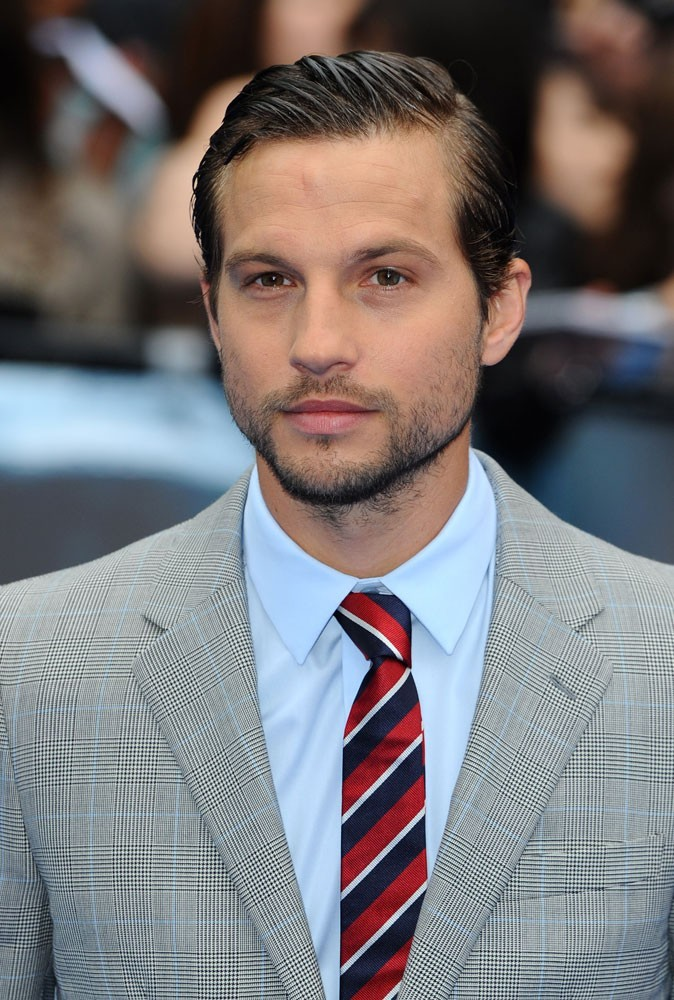 Photos : Logan Marshall Green est-il l'enquêteur le plus sexy ?