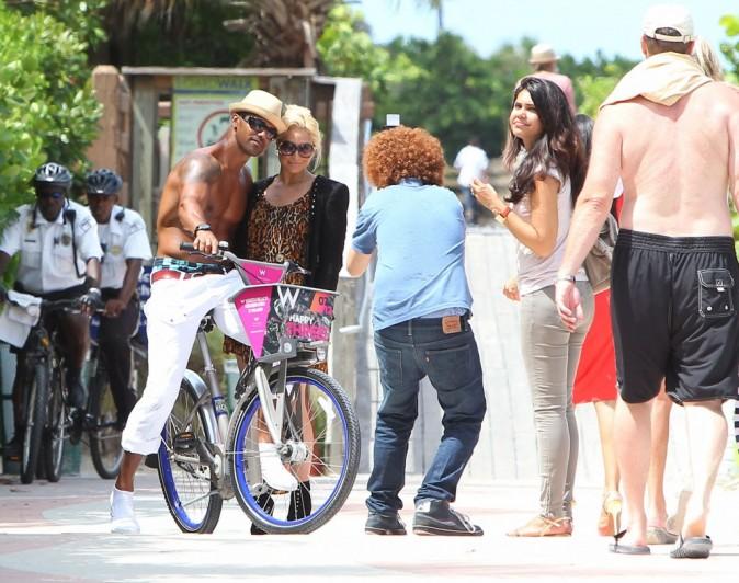 Shemar Moore et ses fans à Miami, le 3 juillet 2012.