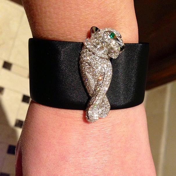 Kim Kardashian exhibe son nouveau bijou offert par Kanye...