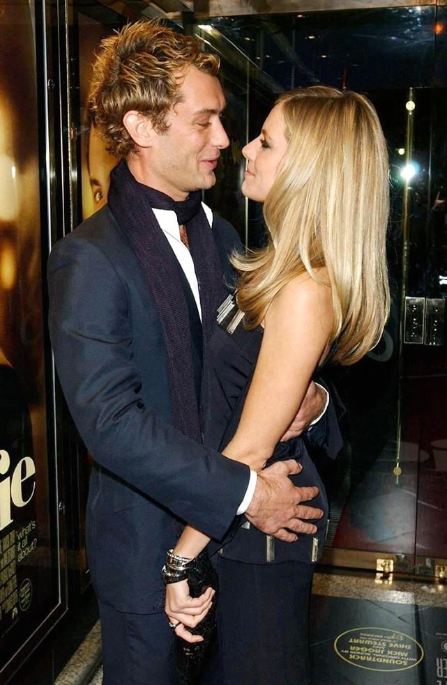 Jude Law et Sienna Miller pour la première mondial du film Irrestible Alfie à l'Empire Leicester Square, le 14 October 2004.