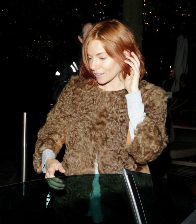 Photos : Sienna Miller passe au rouge !