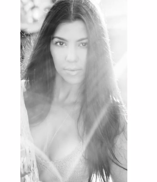 "Photos : ""so sexy"", Kourtney Kardashian se met enfin au niveau de ses sœurs !"