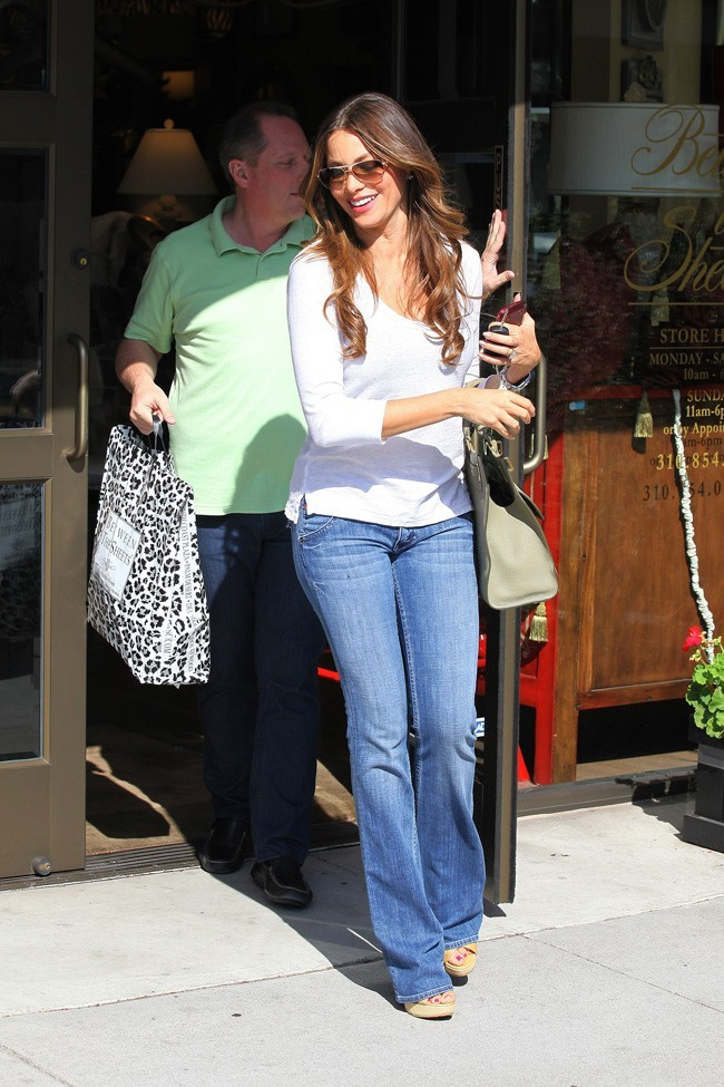 Sofia Vergara en mode shopping le 30 juillet 2012 à Beverly Hills