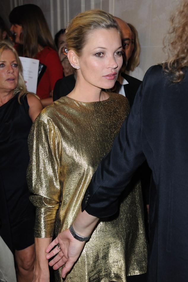 A-t-elle collé une bise à Kate Moss ?