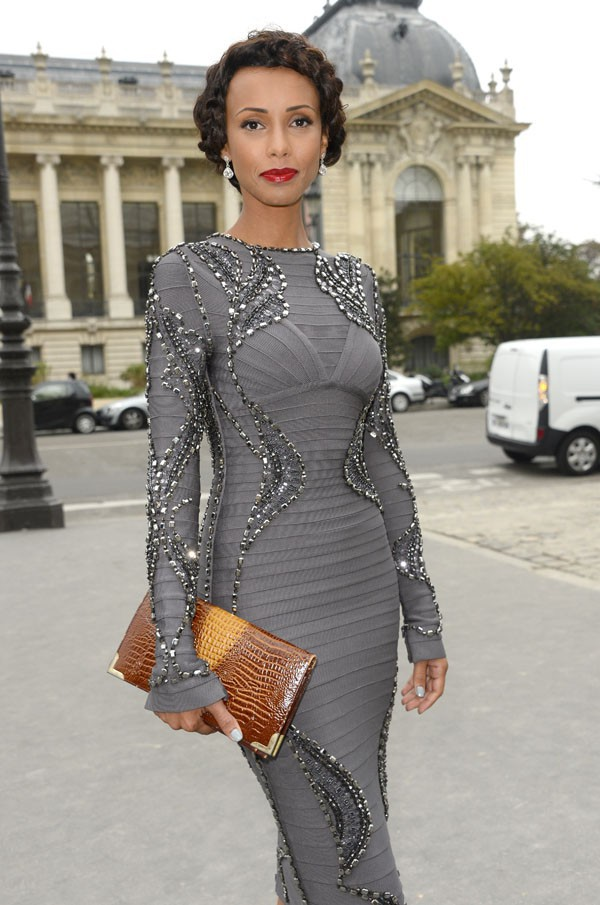 Sonia Rolland au défilé Leonard organisé au Grand Palais de Paris le 30 septembre 2013