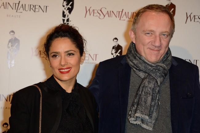 """Salma Hayek et François-Henri Pinault lors de la première du film """"Yves Saint Laurent"""" à Paris, le 19 décembre 2013."""