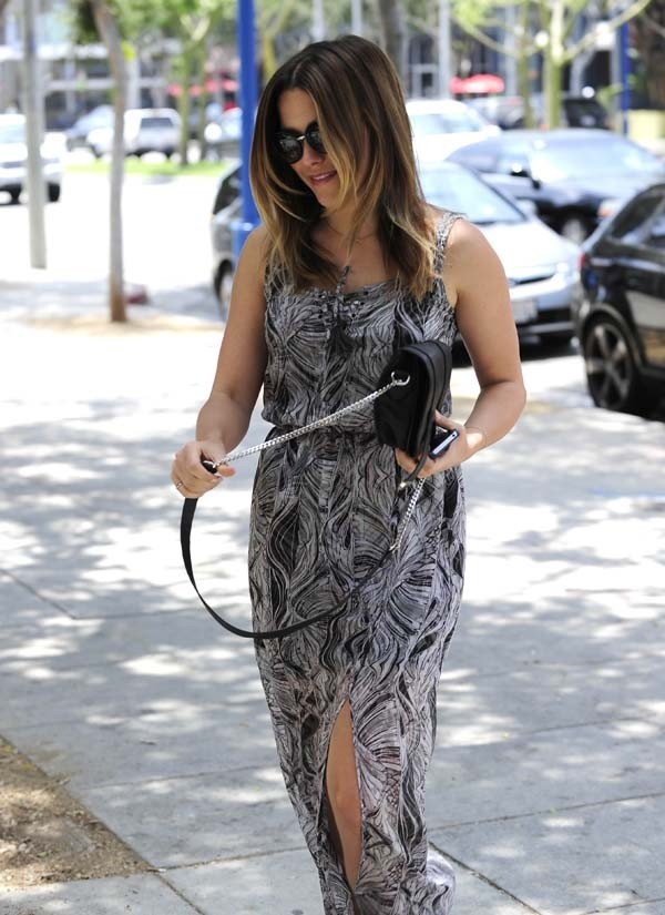 Sophia Bush dans les rues du West Hollywood le 13 juin 2012