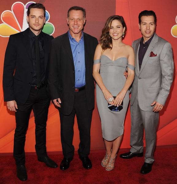 """Jesse Lee Soffer, Jason Beghe, Sophia Bush et Jon Seda lors du """"NBC Upfront Presentation"""" à New York, le 12 mai 2014."""