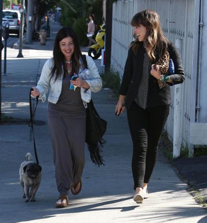 Sophia Bush et une amie à Beverly Hills, le 10 avril 2013.