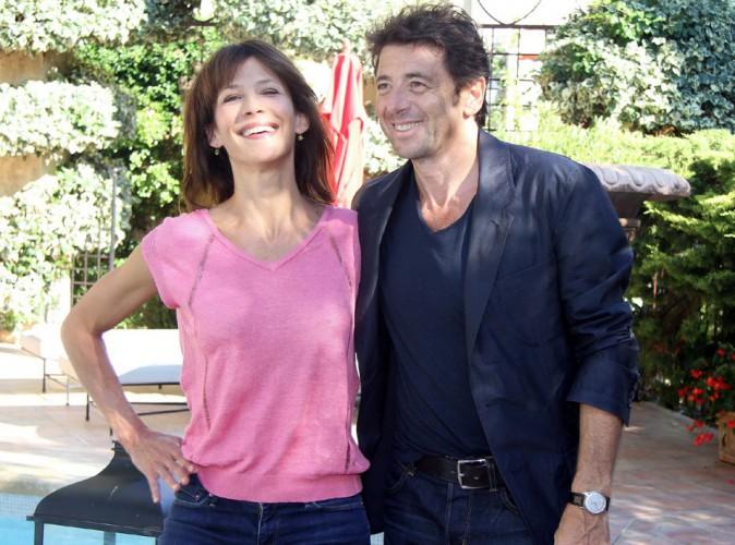 """Sophie Marceau et Patrick Bruel : photocall complice sous le soleil provençal pour """"Tu veux ou tu veux pas"""" !"""