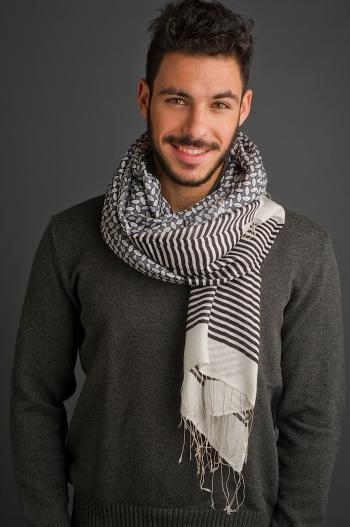 Un foulard en soie et laine Diwali