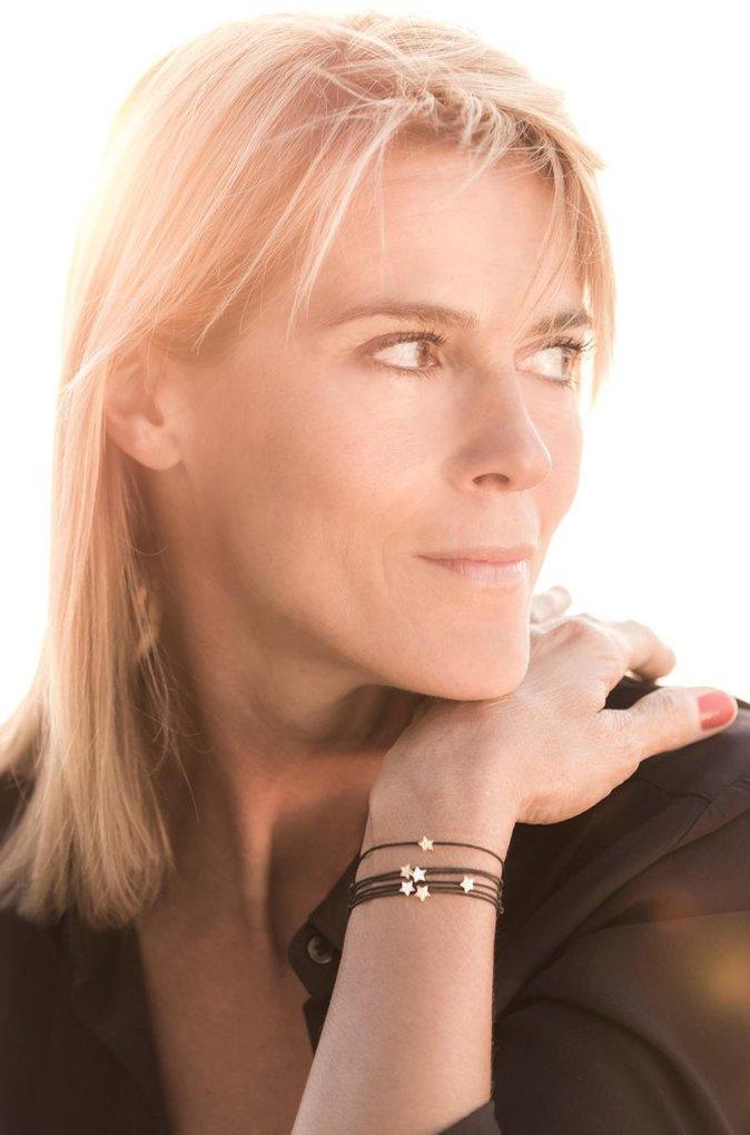 """Bracelets """"étoiles"""" en diamants porté par Nathalie Simon, au profit de l'association """"Pour Le Fil d'Ariane"""", dont elle est la marraine."""