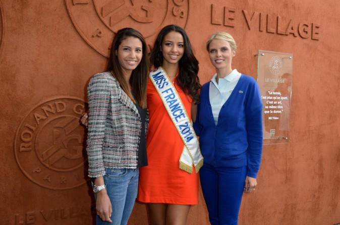 Chloe Mortaud, Flora Coquerel et Sylvie Tellier à Roland Garros, le 3 juin 2014.