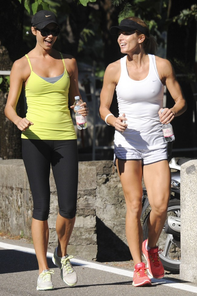 Stacy Keibler et Torrie Wilson le 8 août 2012 à Laglio