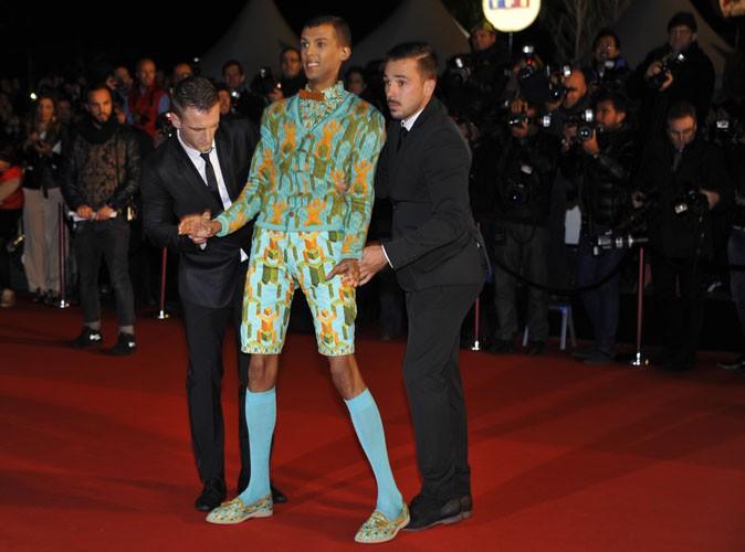 Stromae se prête au jeu des photographes pour les Nrj Music Awards 2013