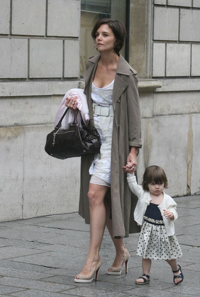 Suri Cruise en 2007 : premiers shopping à Paris avec maman