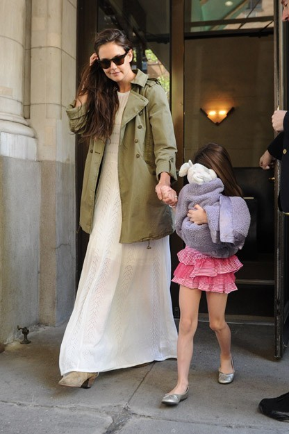 Katie Holmes et Suri Cruise à la sortie de leur résidence new-yorkaise