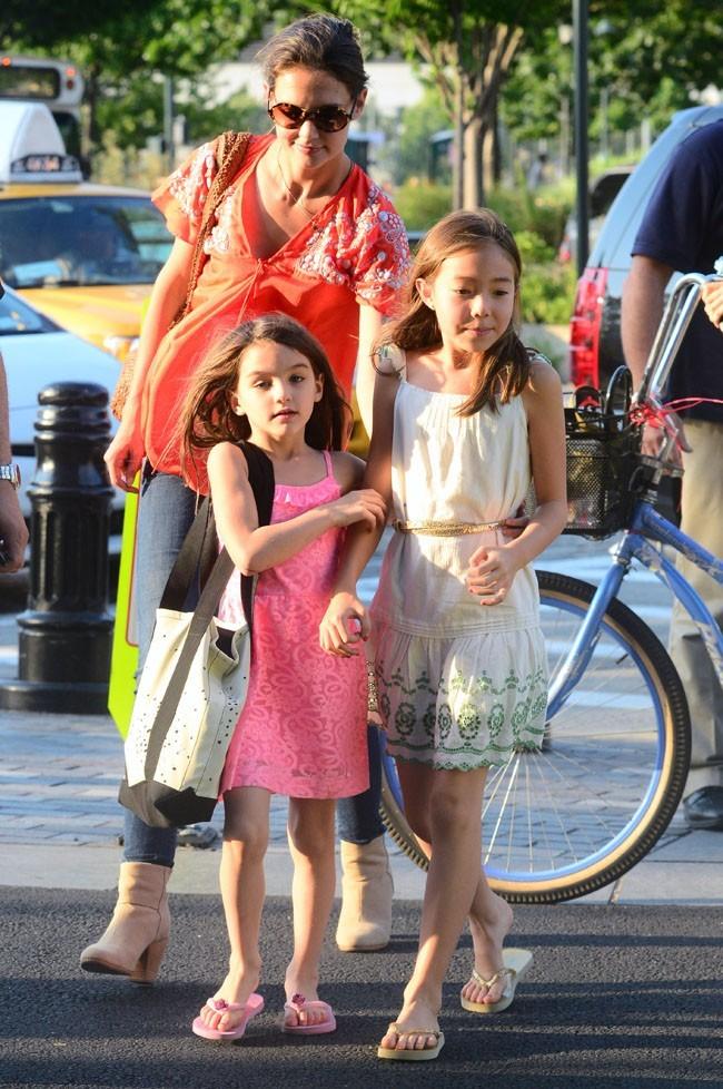 Suri Cruise et Katie Holmes le 12 juillet 2012 à New York