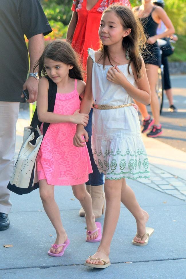 Suri Cruise et une amie le 12 juillet 2012 à New York
