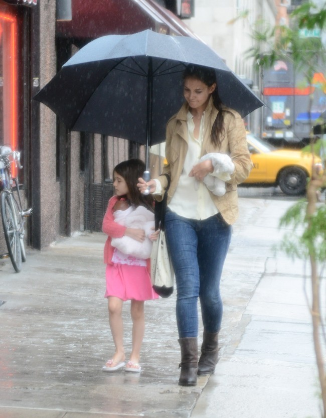 Suri Cruise et Katie Holmes le 20 juillet 2012 à New York