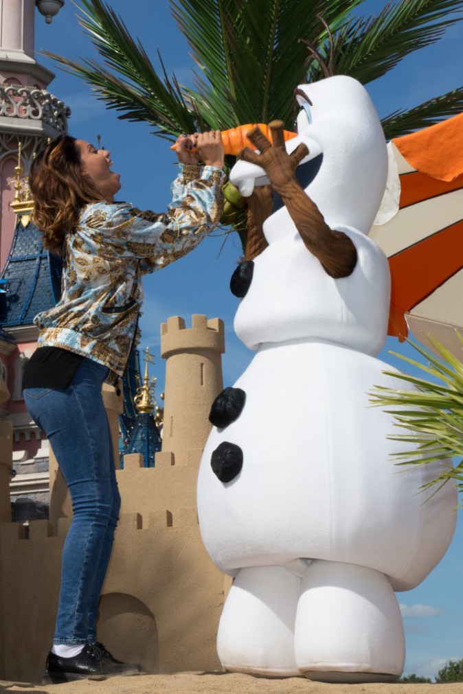 Photos : Tal s'éclate à Disney avec Olaf !