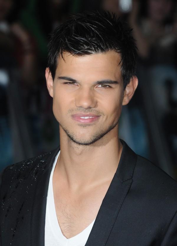 Célibataire ou pas le beau Taylor ?