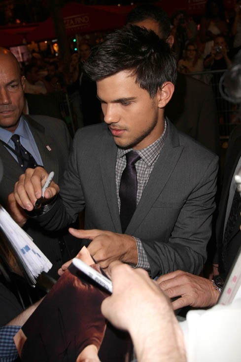 Sympa, il a signé plein d'autographes !