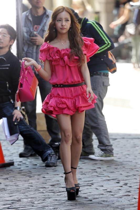 Tomomi Itano en tournage à New York, le 9 avril 2013.