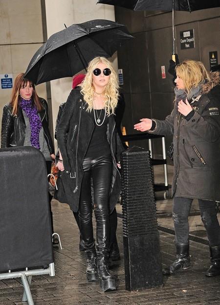 Photos : Taylor Momsen : une beauté gothique en pleine tournée marathon promo !