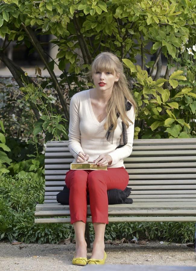 Taylor Swift sur le tournage de son nouveau clip à Paris le 1 er octobre 2012