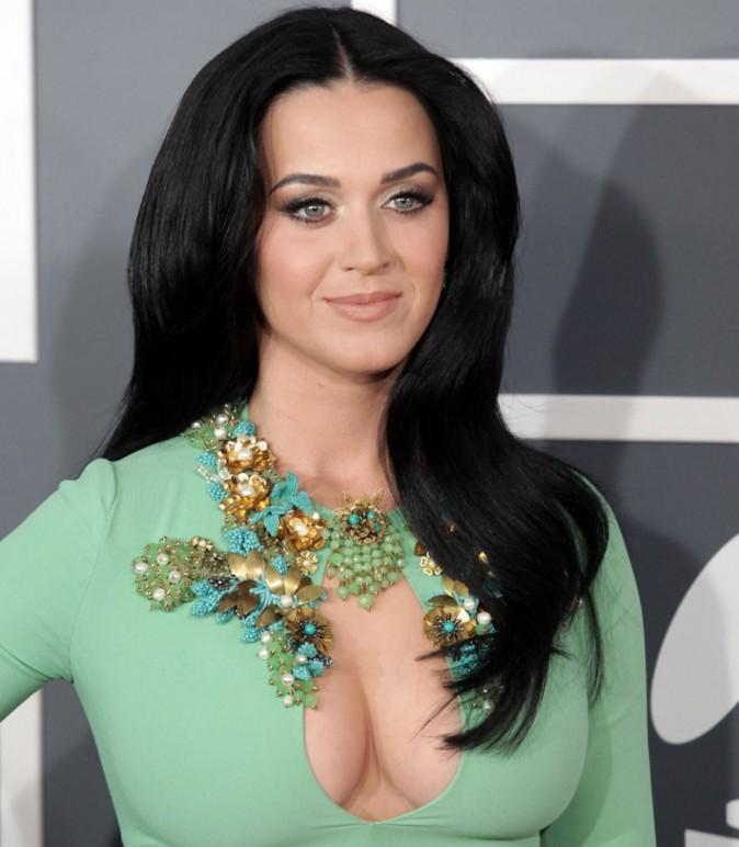 La femme parfaite possède... les seins de Katy Perry