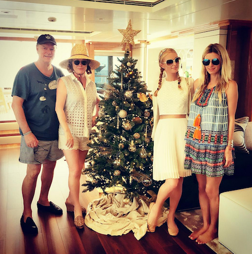 Photos : Taylor Swift et Calvin Harris, Emilie Nef Naf, Nabilla… Les stars vous souhaitent un bon Noël !