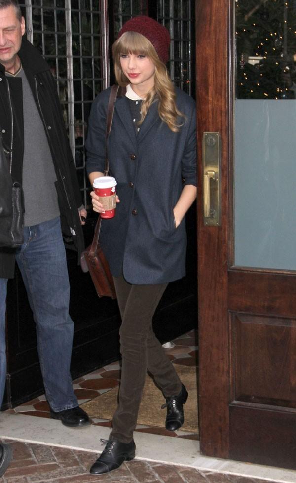 Taylor Swift à la sortie de son hôtel de New-York le 4 décembre 2012