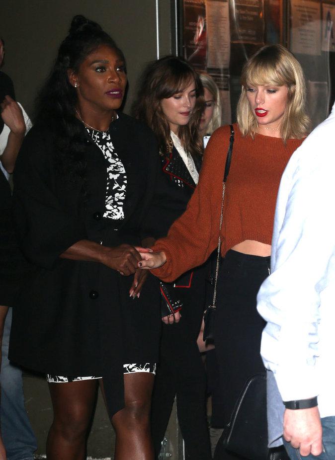 "Taylor Swift, Karlie Kloss, Serena Williams, Cara Delevingne, Dakota Johnson vont dîner au restaurant ""The Fat Radish"" le 13 octobre 2016"