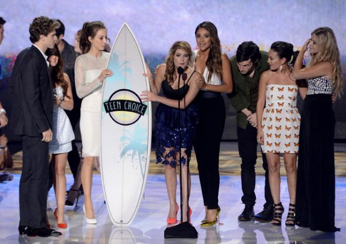 Lucy Hale avec les Pretty Little Liars à la soirée des Teen Choice Awards 2013, à Los Angeles, le 11 août 2013