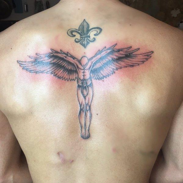 Photos : Thomas Vergara dévoile son nouveau tatouage... et sa grosse cicatrice !