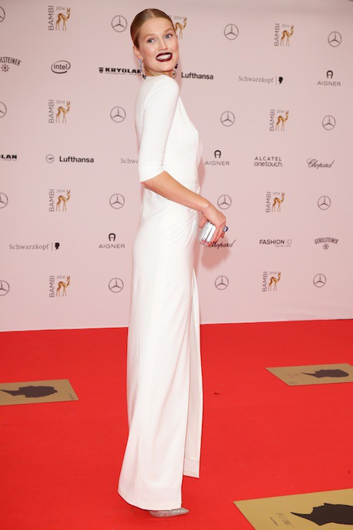 Photos : Toni Garrn : absente aux 40 ans de Leonardo DiCaprio, elle sort le grand jeu à Berlin !