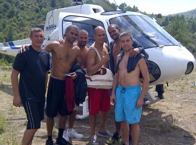 Tony Parker et ses potes en vacances en Corse, le 8 juillet 2011.