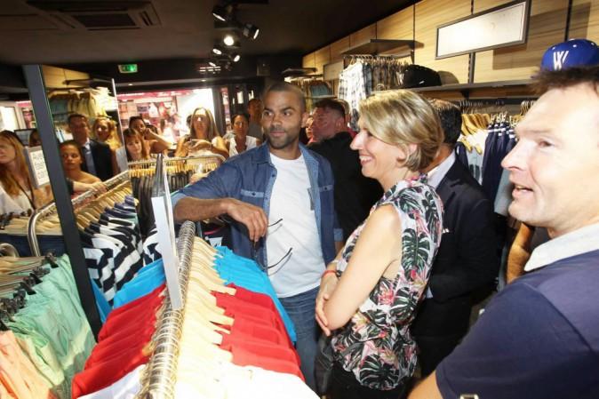Photos : Tony Parker : un ambassadeur de charme pour inaugurer La Halle à Saint-Tropez !