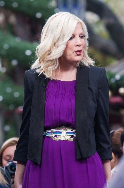 Tori Spelling sur le plateau de l'émission Extra à Los Angeles, le 4 décembre 2012.