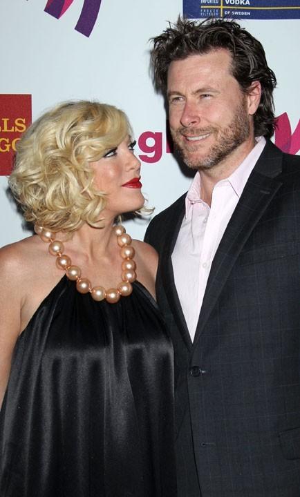 Avec son mari, pas obnubilé par sa poitrine pour une fois !