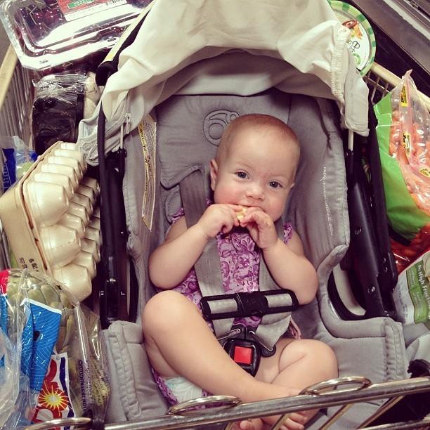 Hattie fait les courses avec maman...
