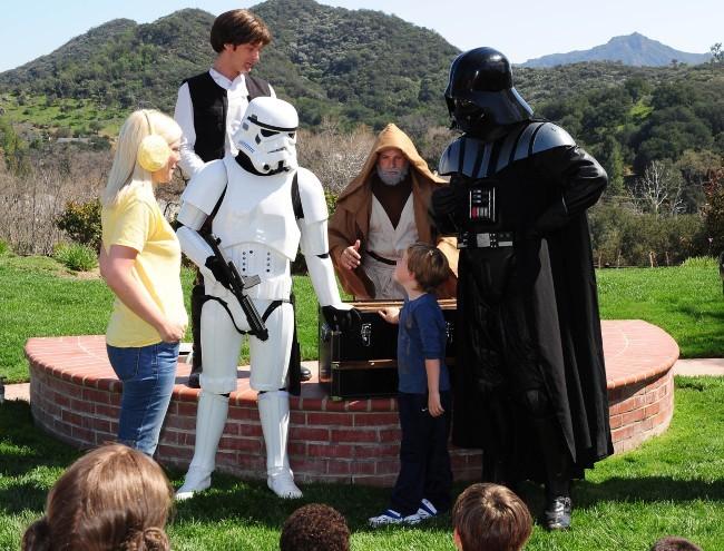 Tori Spelling et sa petite famille, Los Angeles, 16 mars 2013.