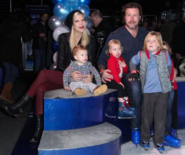 Tori Spelling et sa famille à Los Angeles, le 12 décembre 2013