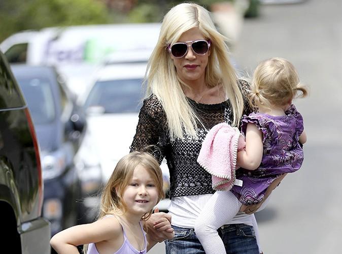 Tori Spelling et ses enfants à Los Angeles le 12 avril 2014