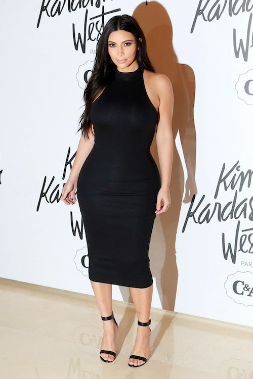 "Photos : toujours plus moulée, Kim Kardashian félicite son ""Dr Kanye West"" !"